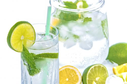 Recept voor water met fruit en kruiden